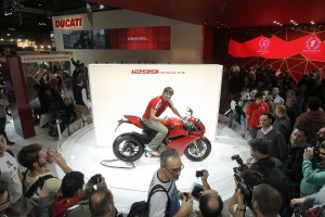 EICMA2014_Ducati_stand_1299_Checa_01
